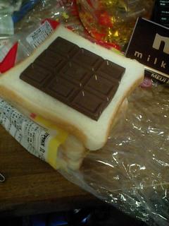 明治チョコレートと食パン
